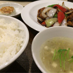 48372107 - Aランチ 鶏肉の黒酢の酢豚(1000円)