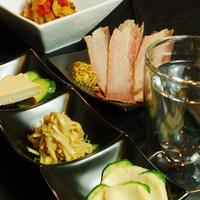 アンダーザツリー - 日本酒に合わせた料理はおつまみからご飯ものまで、380円~