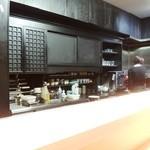 祇園新橋 中谷 - 黒を基調とした落ち着いた店内