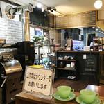 トリックスター コーヒー - 入店後、お店奥のキッチンカウンターで注文と会計を済ませます。