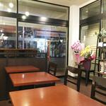 トリックスター コーヒー - そこそこ広い空間は落ち着けます。静かで、 コーヒー専門店の美味しいコーヒーがリーズナブルな価格で頂けるのは嬉しいです♪