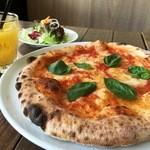 ピッツェリア ダ エンドー - 料理写真:ランチタイムはサラダとドリンク付