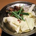 鳥三郎 - 鶏塩鍋 上から<税抜>280円(2016.03.05)