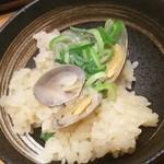 鳥三郎 - アサリバター釜飯 取り皿に盛りました(2016.03.05)