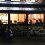 鳥三郎 - 鳥三郎 福山御幸店 19:55頃には待つお客がいっぱい…(2016.03.05)