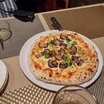 たび屋 - 箱根山麓豚ベーコンと箱根野菜のピザ(1800円)