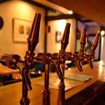 イザカヤ・ジャ・ナイ - 常時6種類の樽生クラフトビアが飲めます!