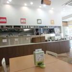 福岡薬院 タニタ食堂 - カウンターでお料理を受け取る