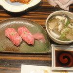 創作焼肉 神戸 牛乃匠 - 三角バラの握り寿し