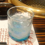創作焼肉 神戸 牛乃匠 - お酒の器は、沖縄ガラス(お酒は『魔王』)