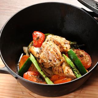 自慢の南部鉄器で旨味を閉じ込め調理したとっておきのお料理