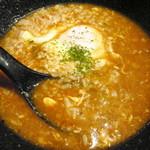 トマトラーメンと辛めん 三味 - 辛麺の〆、卵リゾット