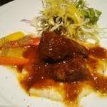 オステリア インクローチ - 牛ほほ肉の赤ワイントマト煮込み、バーニャカウダのオリジナルソースも美味しい(^^)v