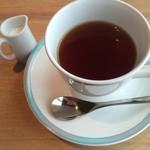 48407066 - 食後のホットミルクティー(紅茶か珈琲選べます)