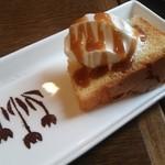 シーソー - 2種ルのケーキとアイスクリームの盛り合わせ(680円)