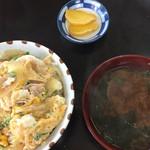 おふくろ食堂 - 料理写真:親子丼とみそ汁