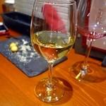 48409035 - 白グラスワイン