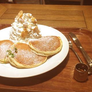 マノアパンケーキハウス クイーンズ伊勢丹店 - ホイップパンケーキ