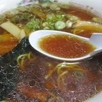 そば処 一源 - スープは、割とアッサリ系の豚骨・鶏ガラベース