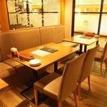 オイスターハウス静岡 - 片面ソファーの宴会席もございます♪