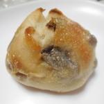 ティーズ ベーカリー - ぶどうパン ¥120-