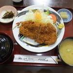 かつ栄 - 料理写真:ロースかつ定食 税込¥1150
