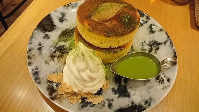 MARFA CAFE - 七穀バターと抹茶カスタードソースのパンケーキ