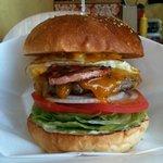 GORO'S DINER - アメリカンバーガー 横からアップ