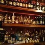 バー オスカー - 内観写真:ボトルの数は多いですね