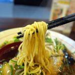 丸髙家 - 丸髙魚介醤油、やや縮れの入ったツルシコ麺