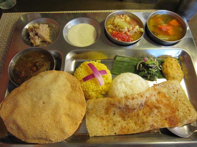 南インド家庭料理 カルナータカー - ミールス♪ Aセットです。