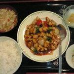 ダイレンニイハオ - 鶏肉の甘辛炒め