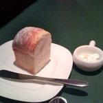 4843779 - 熱々ふっくらのパン