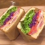 HiDE - 全粒粉パンのBLTサンドイッチ