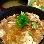 串イッカ - 「ガッツ飯丼」(サラダ、味噌汁付き600円)。ご飯大盛、特盛無料。写真は並盛。