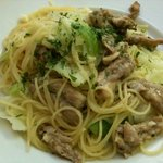 トラットリア ラ・ルーチェ - 鶏のせせりとキャベツのペペロンチーノ