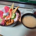 48443313 - 海鮮丼には味噌汁つきます! 2016年3月