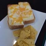 カフェ ラクーン - チーズトースト 300円