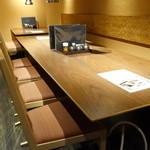 仙台牛タン 松阪鶏焼肉 福島西屋 - ☆テーブル席はこんな雰囲気です☆