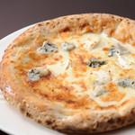 ロッソ エ ビアンコ - 女性に大人気4種のチーズのピッツア