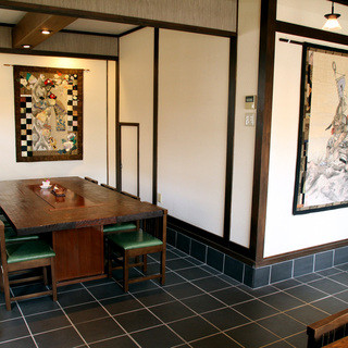 落ち着いた空間と本物の和食で四季の薫りを満喫してください♪