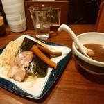 濃厚魚介らぅ麺 純 - つけ麺300g880円