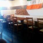 インドカレー TULSI - 南側のテーブル席