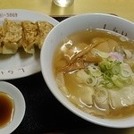 しらい - 料理写真:チャーシューワンタン麺、750円!!と餃子。