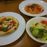 48455423 - トマトスパ、マルゲリータピザ、サラダのセット