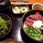 串焼き かりんこ - 牛サガリ丼(並)・・サガリ丼・サラダ・お味噌汁のセット。