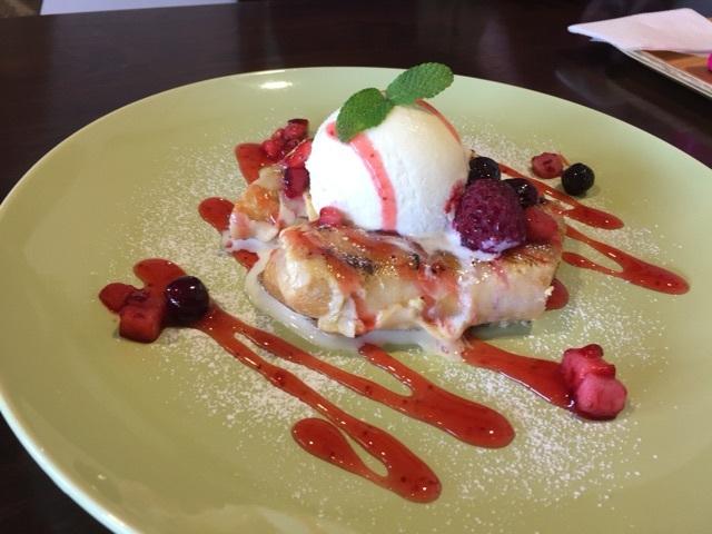 カフェ カラフル - ベリーベリーパンケーキ