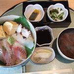 志摩のうまいもん処 味福 - 海鮮丼大盛り1200円