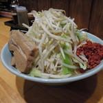 郎郎郎 - ラーメン並(野菜多め,ニンニク,辛揚げ)
