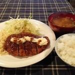 料理屋こと - とんかつ定食600円(コーヒー付き)